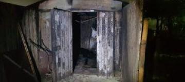 Morador de rua morre em incêndio dentro de depósito em Uberlândia