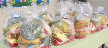 Estudantes do Ensino Infantil Municipal recebem kit alimentação