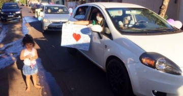 Professoras fazem carreata para visitar alunos em Capinópolis